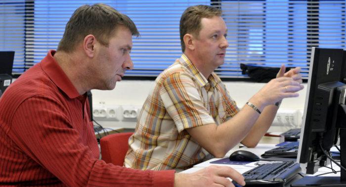После переезда в новую страну важно выучить язык. На фото: курсы финского языка для иммигрантов в Хельсинки.