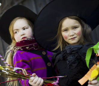 Finnish Easter, witches, virvon varvon, pasha, mämmi, children, church, bonfire, Palm Sunday, Easter Sunday, Finland
