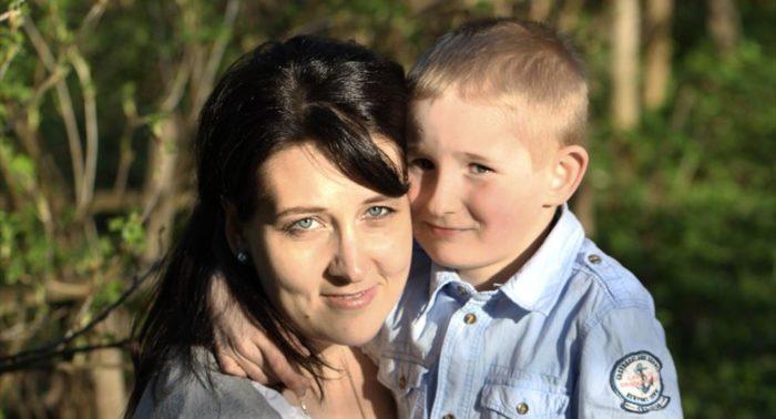 «Несмотря на тяжелую беременность, я не волновалась, так как находилась под постоянным контролем врачей», говорит Юлия Вихрова, на фото с сыном Иоакимом