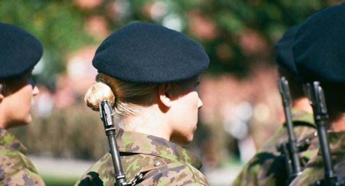 Different branches of the Finnish Defence Forces use different colours of berets. Pictured here is the dark blue beret of the Navy.