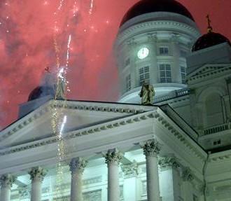 Празднование Нового года, Сенатская площадь, вечеринка, расплавленное олово, фейерверки, шампанское, Хельсинки, Финляндия, Новый год.