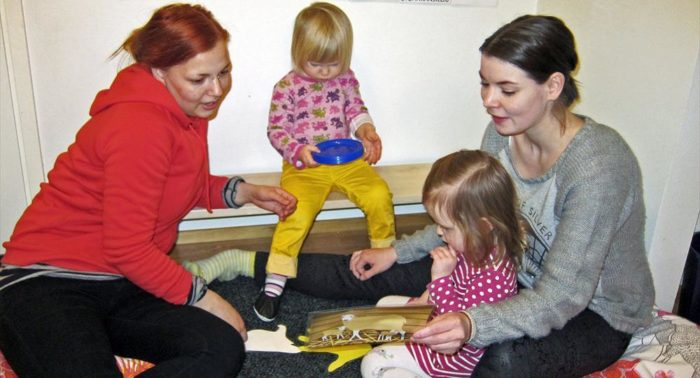 Kindergarten teachers Ida-Maria Helander (left) and Sivi Jomppanen speak only Sámi with the kids.
