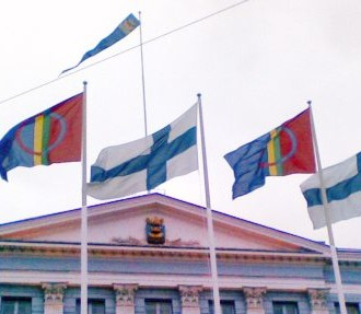 The Sámi and Finnish flags fly together outside Helsinki City Hall on Sámi National Day. Photo: Pirita Näkkäläjärvi
