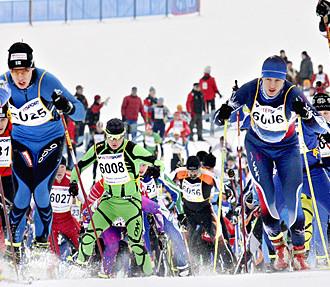 Skilanglauf-Trend, Skatingtechnik, Finlandia-Skimarathon, Lahti, junge städtische Langläufer, Helsinki, Finnland