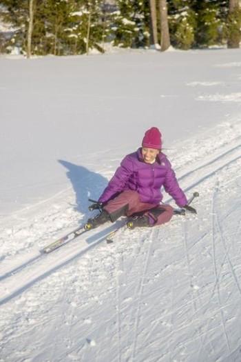Fallen gehört dazu und macht Spaß: Irgendwann fällt jeder. Am besten lässt man sich einfach niedergleiten. Es ist bloß Schnee.