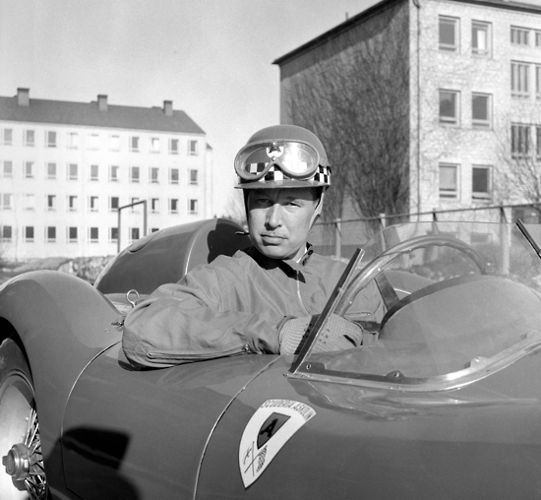 In the 1950s, Curt Lincoln (1918-2005) was Finland's leading racing driver and is regarded as the forefather of the present champions. The photo was taken at the Eläintarha street race in Helsinki, which he won altogether 14 times.