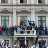The crowd was creative in trying to get a good view, and balconies and windowsills filled with fans.