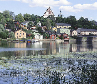 """Porvoo is – though we hesitate to use the cliché word – """"quaint"""". This charming town one hour from Helsinki has lots to offer all year round, from summer tourism to Christmas shopping."""