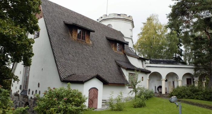 The artist built a studio and house, complete with a castle-like tower, by the sea at Tarvaspää, just outside Helsinki. It is now the Gallen-Kallela Museum.