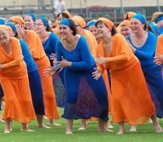A Gymnaestrada tem como foco perfórmances e diversão, como mostra este grupo da Finlândia.