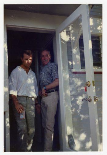 Als Touko Laaksonen begannn, ab den späten 70er Jahren regelmäßig in die USA zu reisen, wurde ihm bewusst, welche beachtliche Wirkung Tom of Finland auf die Schwulen-Commmunity hatte. Inspiriert wurde Laaksonen (rechts) von seinem gutem Freund Durk Dehner.