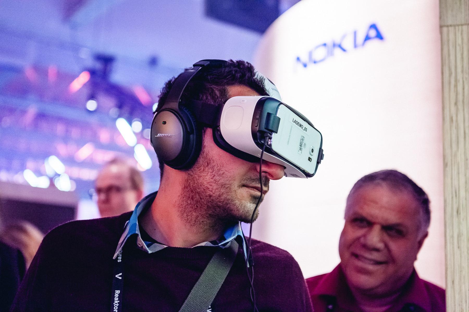 诺基亚也来到Slush,让公众体验秋季即将上市的虚拟现实摄像机。摄影:Slush media
