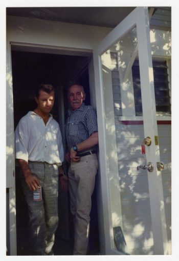 Cuando Touko Laaksonen comenzó a visitar regularmente los EE.UU., a finales de 1970, se dio cuenta de la profunda influencia que Tom of Finland estaba teniendo en la comunidad gay. Laaksonen (derecha) se inspiró en su musa y buen amigo, Durk Dehner.