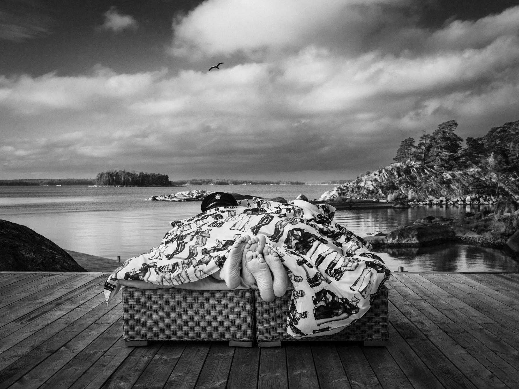 Touko Laaksonen produjo más de 3 500 obras durante su vida, muchas de las cuales pueden admirarse ahora en bolsas de la compra, sábanas, productos de papelería, delantales y mantas ignífugas. Las imágenes monocromáticas impresas en los textiles de la casa Finlayson han sido un éxito desde que estos se pusieron a la venta.