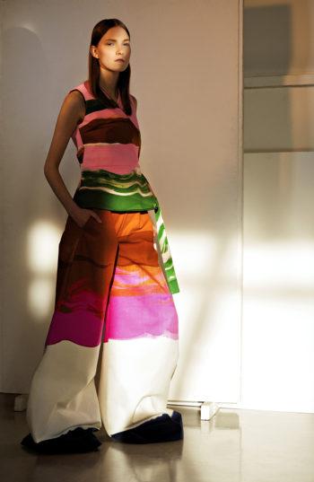 «Мы основали Pre Helsinki, потому что чувствовали, что действительно нуждаемся в таком средстве продвижения финской моды, которое помогло бы восходящим дизайнерам завести нужные международные связи», — говорит Сату Мааранен, которая также является креативным директором Pre Helsinki.