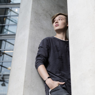 Isac Elliot's music has been well received around the world. He reveals that exciting projects are brewing in various places. Next he plans to conquer the USA.