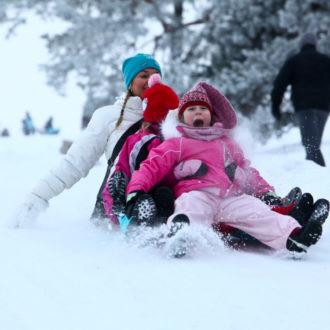 Hoje em dia os finlandeses desfrutam do Carnaval com trenós e esquis. Muitas comunidades e escolas organizam seus próprios eventos com atividades ao ar livre e churrasco de linguiças e salsichões.