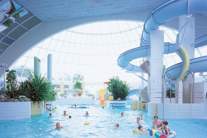 Высшая ступень водноразвлекательной иерархии – это аквапарк. На фото: горка в гостинице Rantasipi Eden в г. Нокиа.