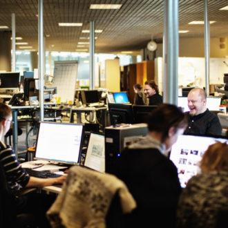 Helsingin Sanomat est le plus important journal vendu sur abonnement des pays nordiques. Il tire son nom de la capitale finlandaise Helsinki, où ce quotidien est publié depuis 1889 : initialement appelé Päivälehti, le journal a adopté son nom actuel en 1914.