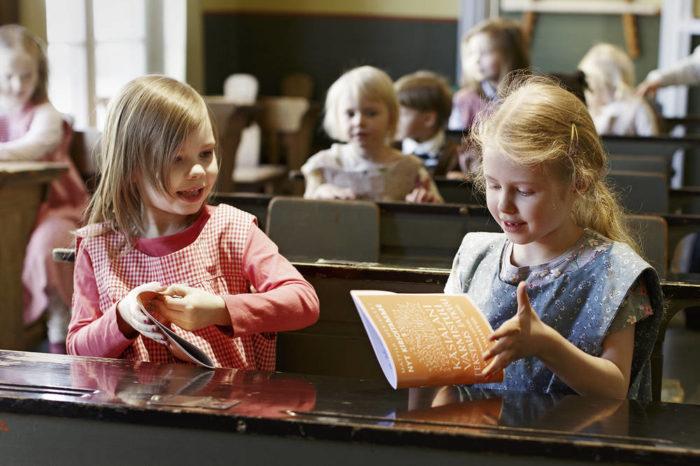 В классе народной школы Детского города можно позаниматься, как в старину.
