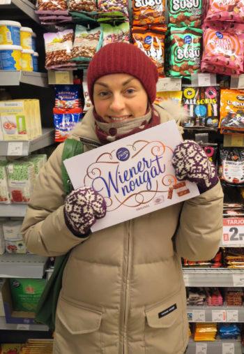 Лингвист Ксения Шагал из Хельсинки с любимыми конфетами Wiener Nougat.