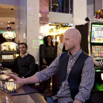 По количеству денег, потраченных на азартные игры, финны занимают первое место в Европе, и пятое место – во всем мире. Игровые автоматы можно найти в супермаркетах, отелях, ресторанах, пабах, в киосках и на автозаправках по всей Финляндии.