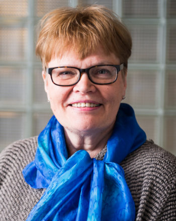 芬兰 VTT 国家技术研究中心研究教授 Kaisa Poutanen 称,黑麦面包对健康益处多多:它可以有效预防肥胖症和心脑血管疾病。黑麦面包也被认为是控制体重必不可少的选择。