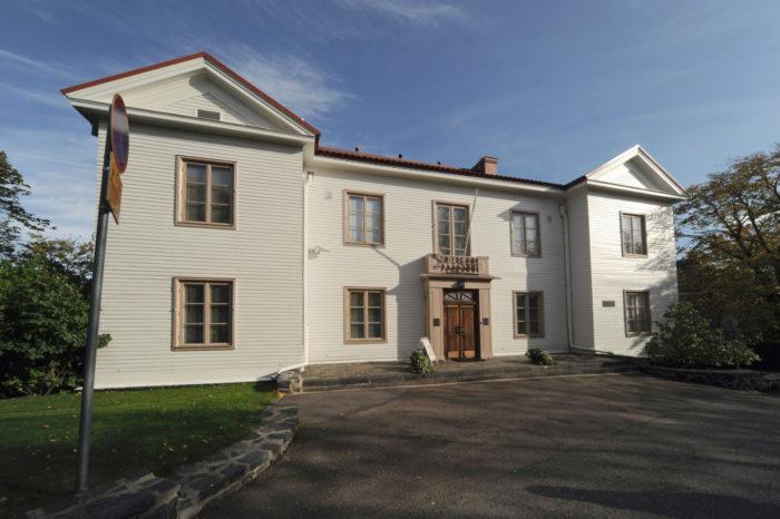 أجر صاحب مصنع الشوكولاتة الثري، كارل فيزر، هذا المنزل في هلسنكي لمانرهايم لمدة عقود، وقد أصبح الآن متحفًا.