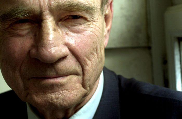 ماونو كوفيستو في عام 2001، عندما نُشرت النسخة السويدية عن سيرته الذاتية.