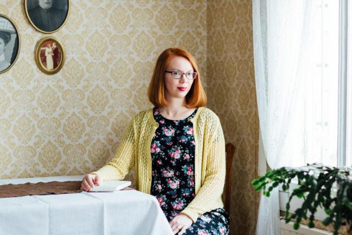 ماريا تورتشانينوف تتبع الاتجاه النسوي، بيد أنها تقول إنها لا تحاول كتابة روايات خيالية نسوية.