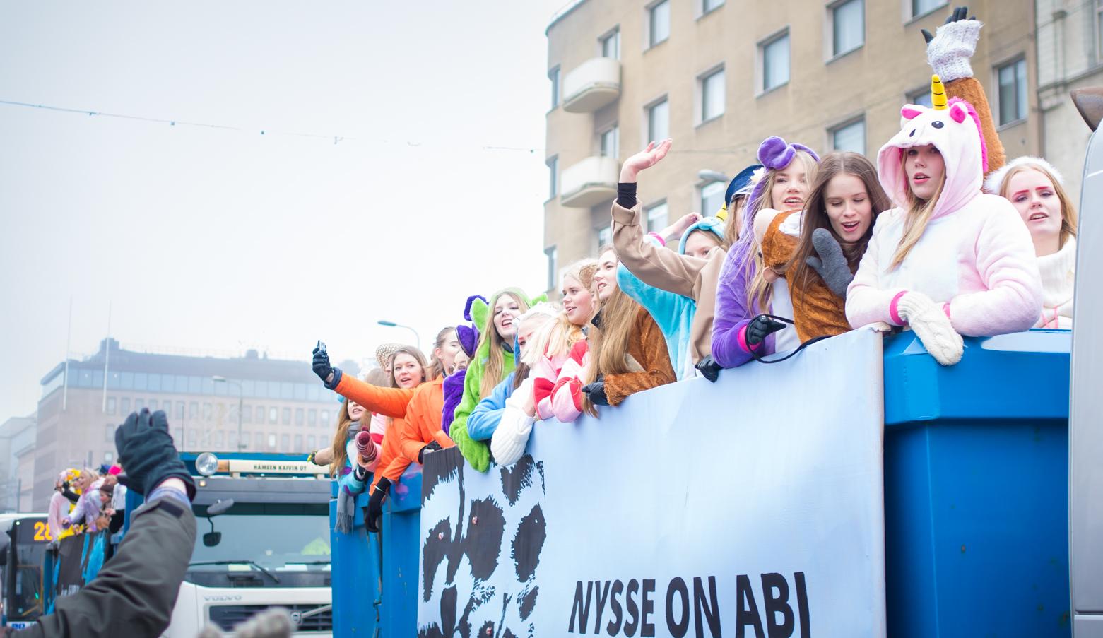芬兰高中派对:先冬季狂欢,后复习迎考 - 这就是芬兰