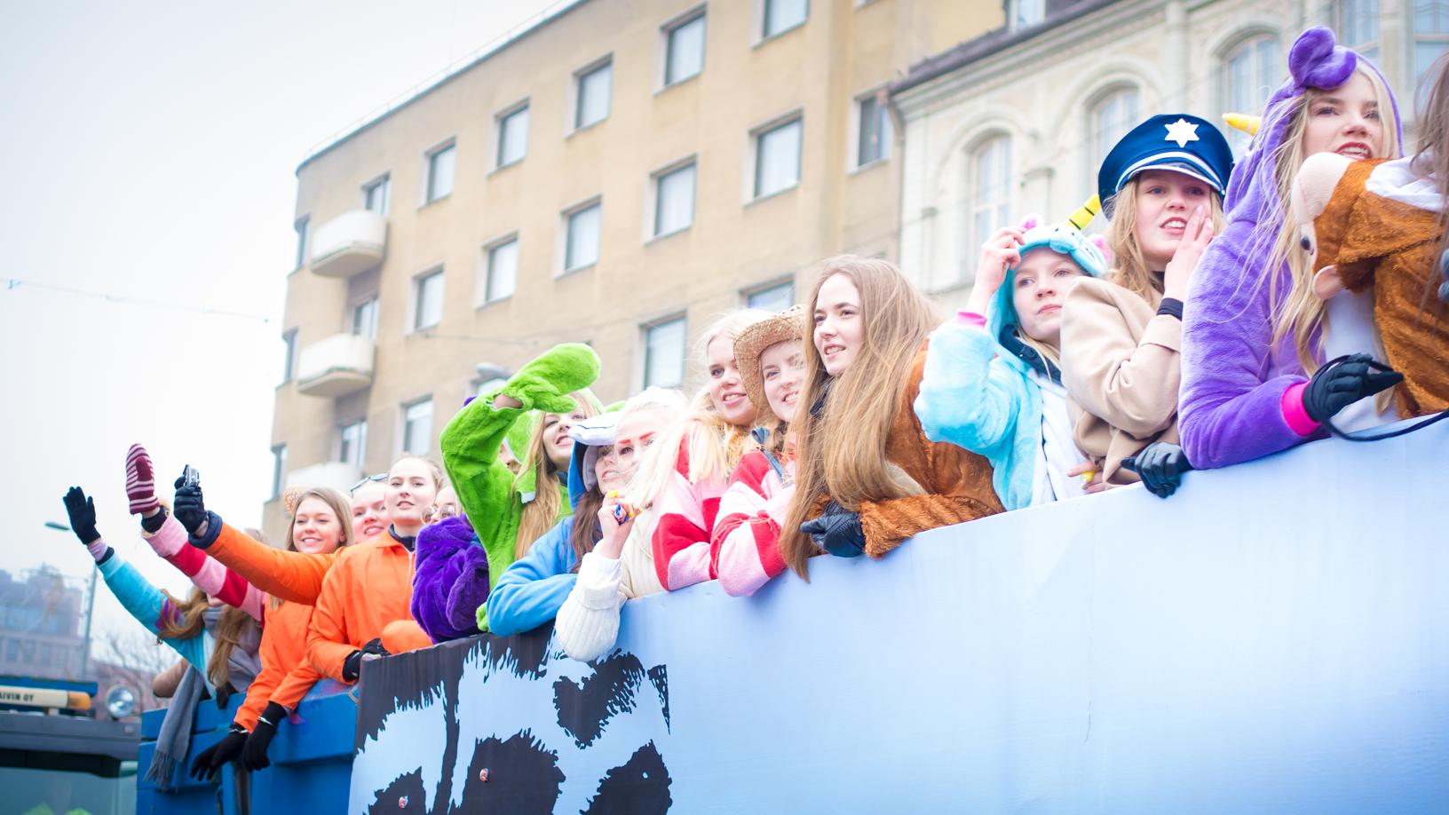 В финских лицеях идет шумная зимняя гулянка перед началом зубрёжки - Это Финляндия
